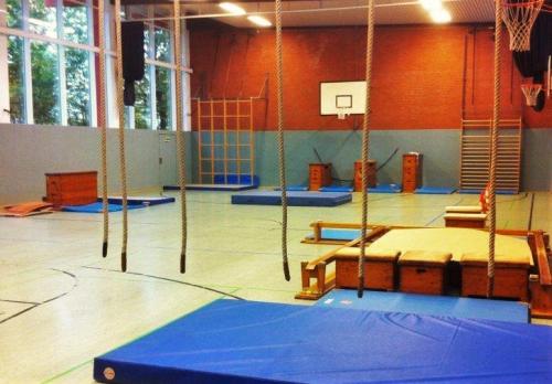 Bewegungsraum-Hölen-Sporthalle-Parcour